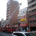写真: 亀戸駅近くで火事みたい。国...
