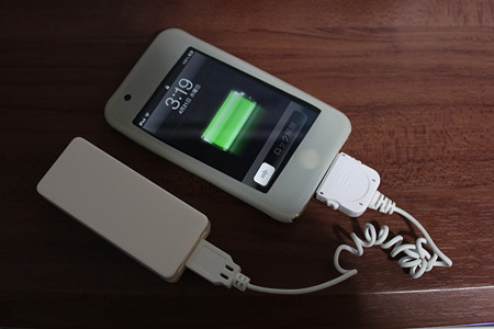 USB充電用電池BOX iPod touchを充電