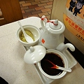 Photos: 上海駅前 大娘餃子の酢とニンニクとラー油