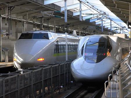 100系と700系ひかりレールスター(新大阪駅)