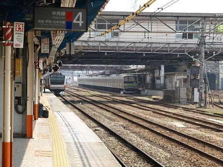 E233系中央線と205系横浜線(八王子駅)