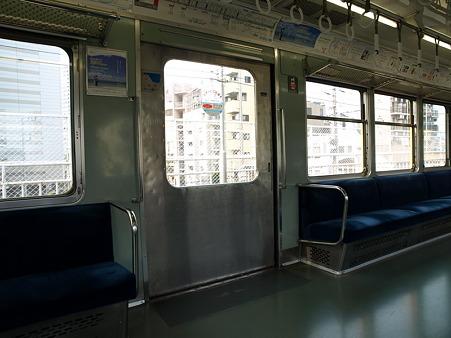 1000形車内(神奈川駅)