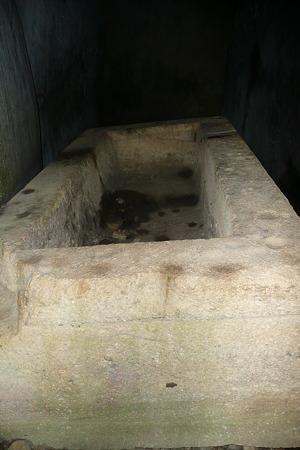 西宮古墳の石棺