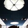 Photos: 天井が高いな~。このシブい青がいいな~。
