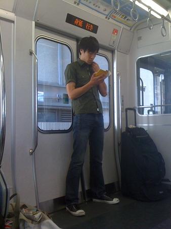 移動の電車の中でテネシー