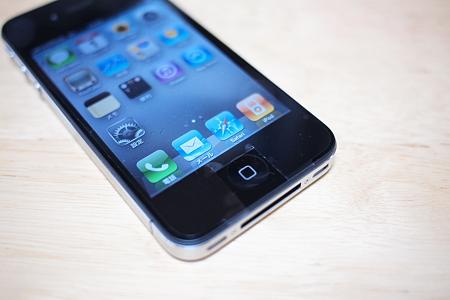 近所に液晶保護シート売ってないから……iPhone 4のボタン