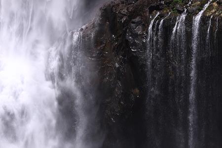 華厳の滝08