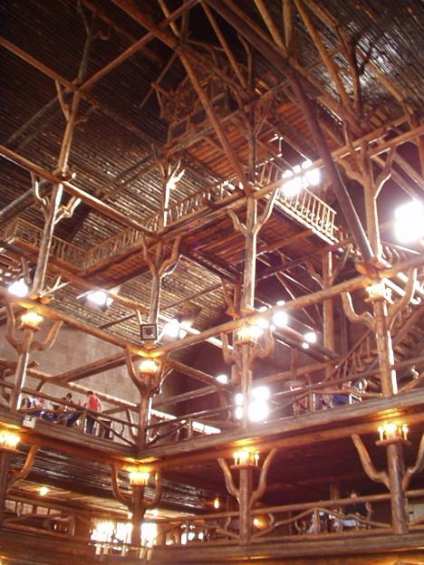 2003/05/11 「Old Faithful Inn」にて