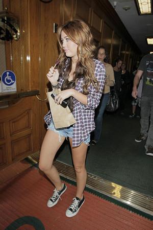 Miley+Cyrus+boyfriend+Liam+Hemsworth+both+Z8RtAUpGkABl
