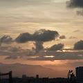 9.2 雲間に沈む夕日