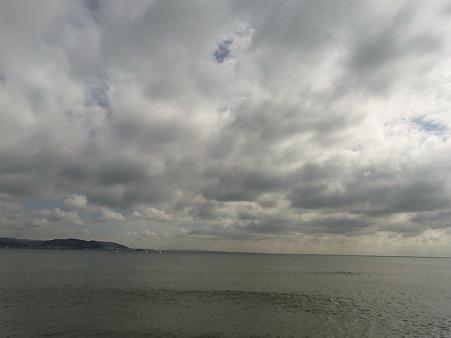 空がとっても低い。稲村から
