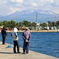 釣り人と八甲田山