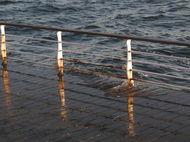 海水に洗われるプロムナード