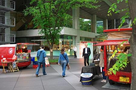 2010.05.26 東京国際ホーラム 昼時