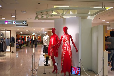 2010.09.26 横浜高島屋 赤い服