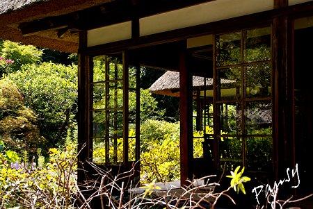 ガラス窓・・長月の浄智寺・・3