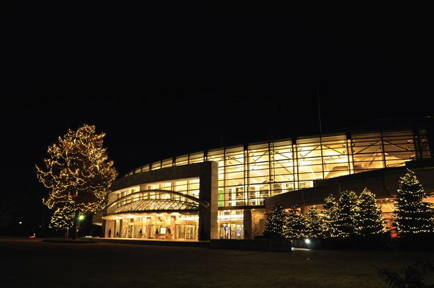 夜の札幌コンサートホールKitara(正面)