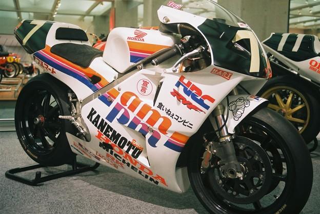 HONDA RVF750