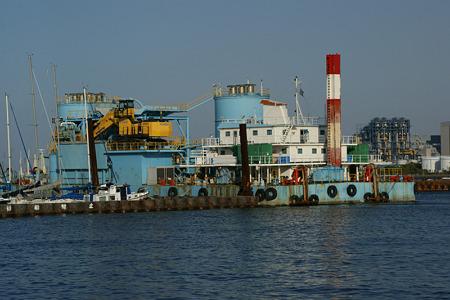 工場の船100429-048