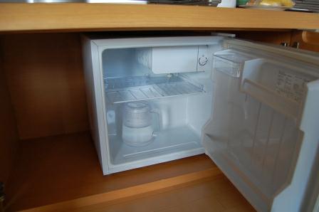 冷蔵庫に冷水ポットあり
