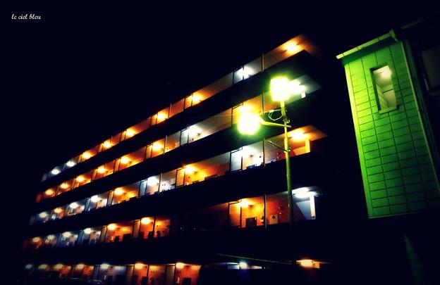 通路の灯り.