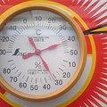 写真: 外の温度計が41℃を指して...