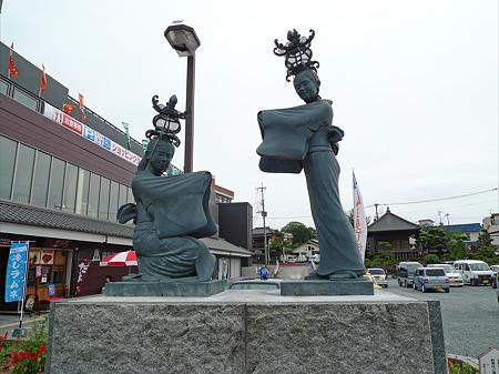 温泉プラザ山鹿(2)灯籠娘の像