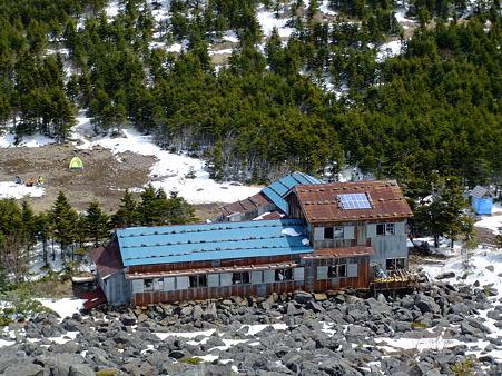 編笠山から望む青年小屋