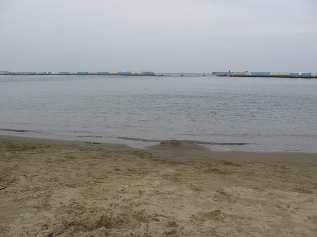 写真: 貫一お宮の浜