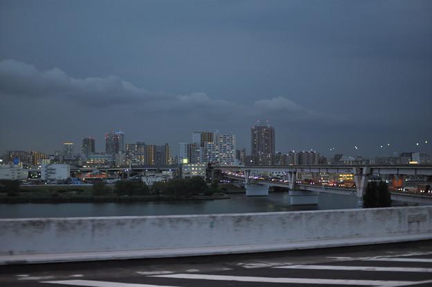 灰色の夜景
